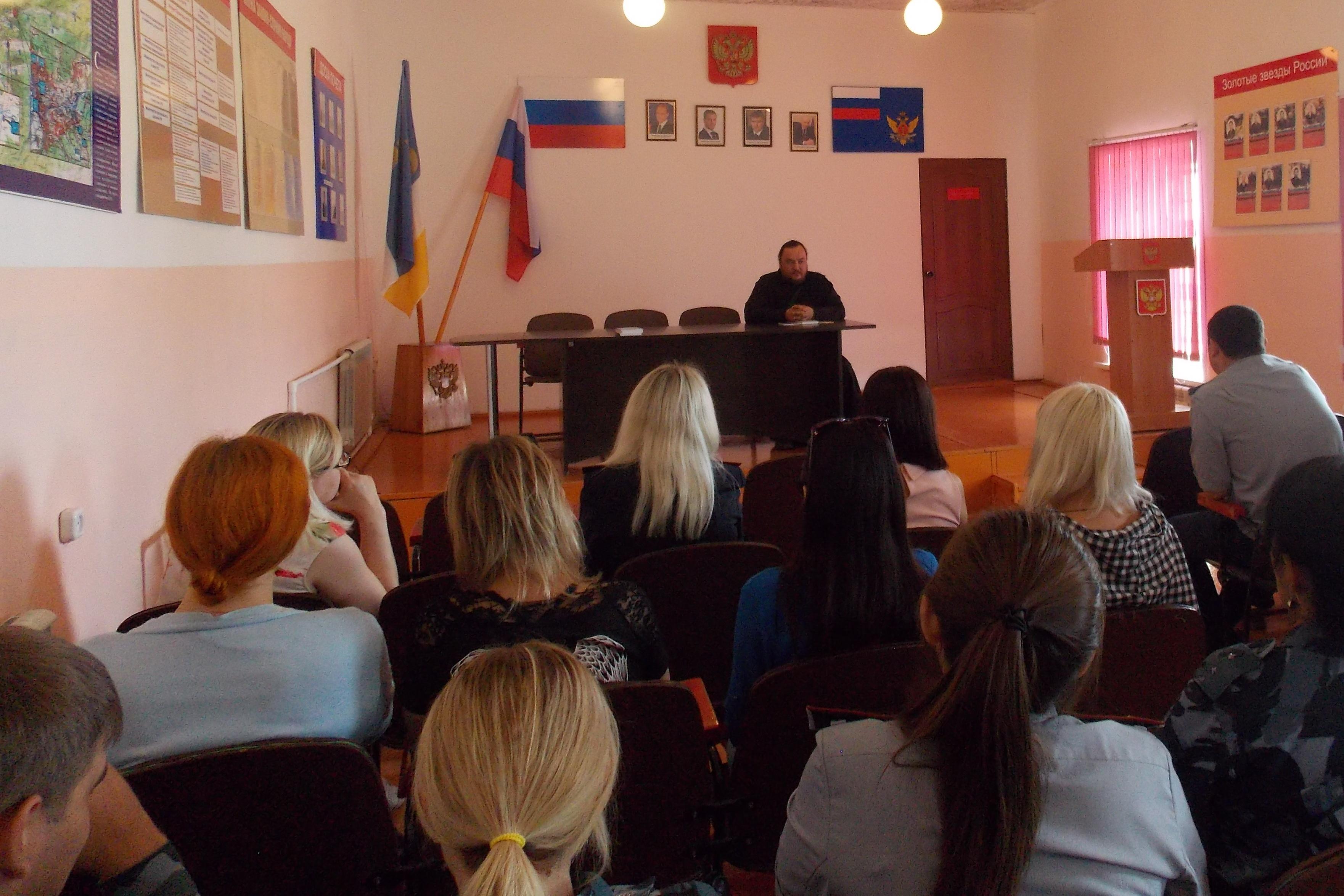 В Колонии-поселении № 3 прошла встреча сотрудников учреждения с председателем Общественного совета при УФСИН и священнослужителем